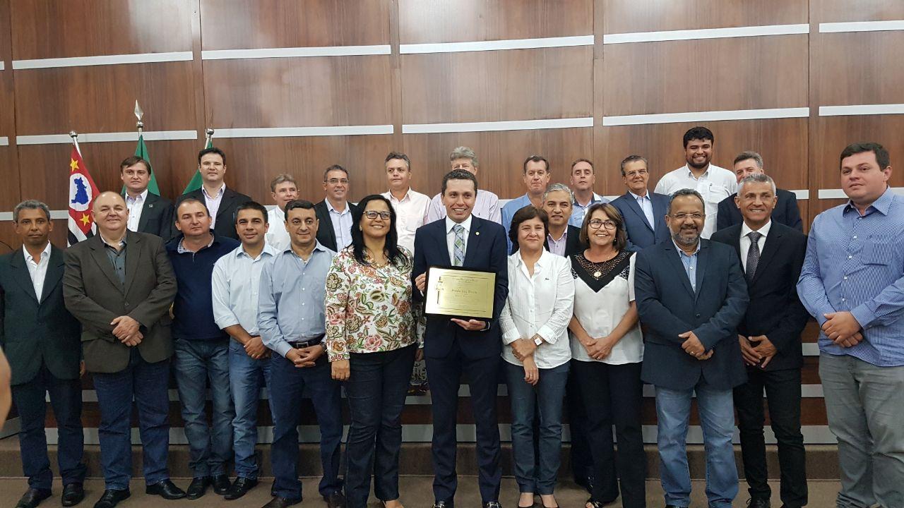 Prestigiada, sessão na Câmara de Birigui concede a Pinato título de cidadão