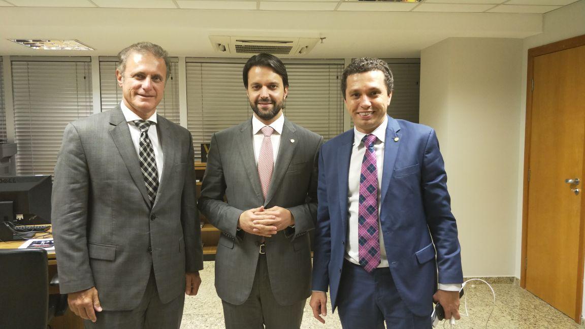 Em busca de recursos para pavimentação, Bugalho e Pinato se reúnem com ministro das Cidades