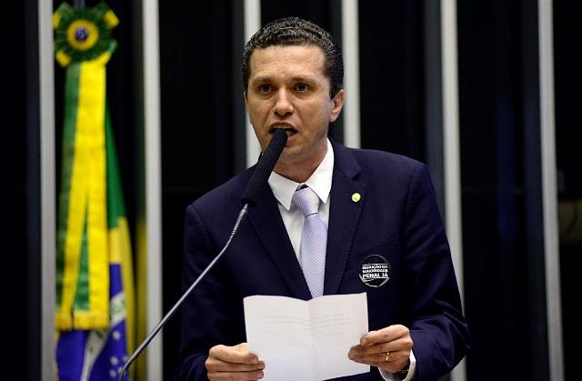 Pinato requer urgência para votação de Projeto que reduz jornada dos enfermeiros