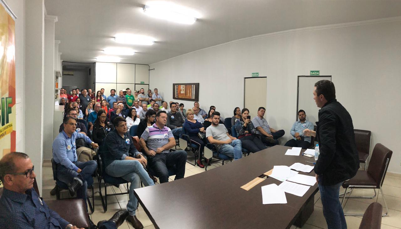 Na ACIF, Pinato conversa com empresários