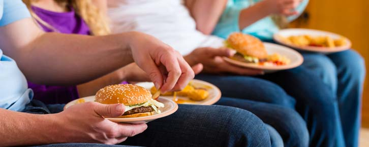 Hábitos à mesa: os brasileiros realmente se alimentam mal?