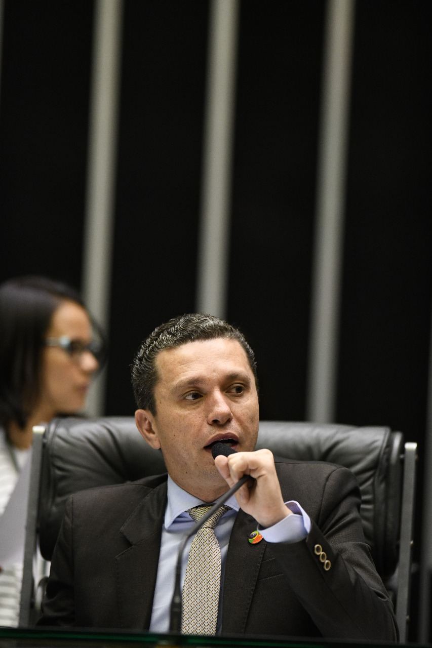 Pinato integra comitiva presidencial que viaja à China