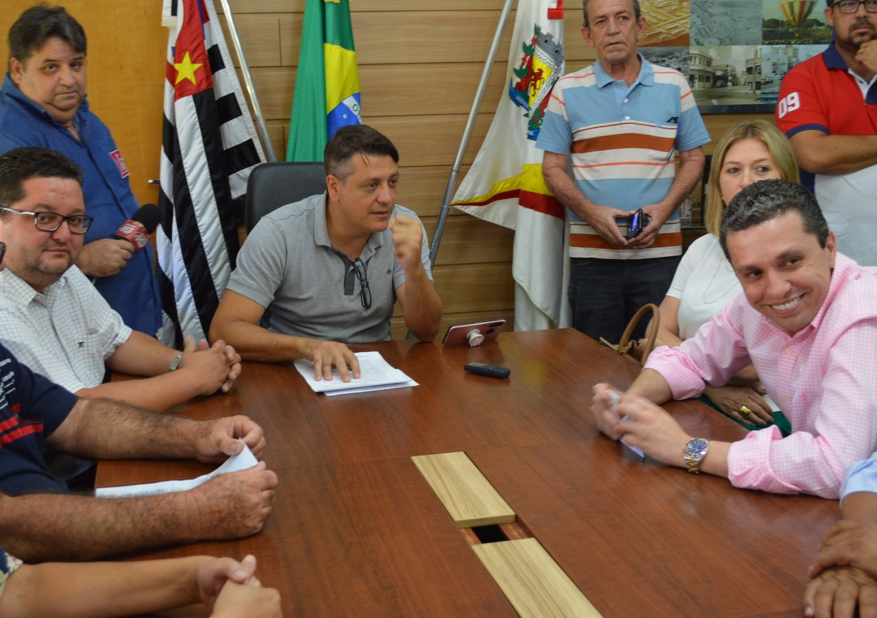 Pinato parabeniza Pessuto por pacote de reforma em escolas e anuncia creche para o Jd. Paraíso
